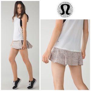 LULULEMON   Pace Rival Skirt II Dottie Dash Size 8